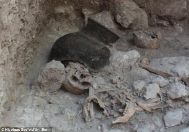 Unusual-ology: Beheaded Massacre Victims Found in 1,400 Year Old Mayan Mass Grave.